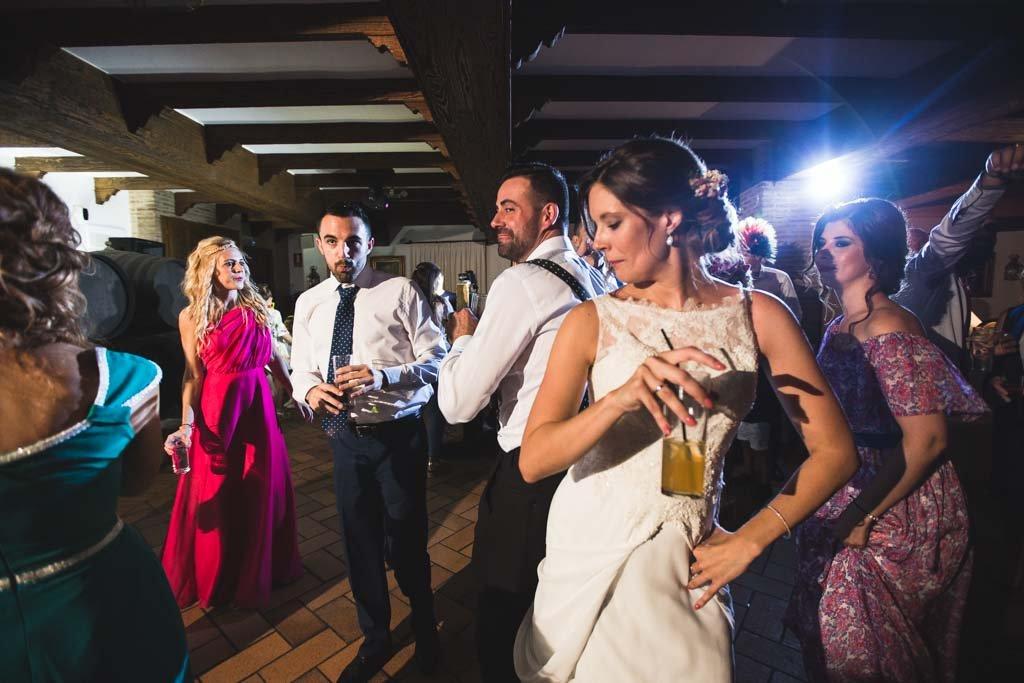 Boda Alcazar y La Bodega, bailando en su barra libre