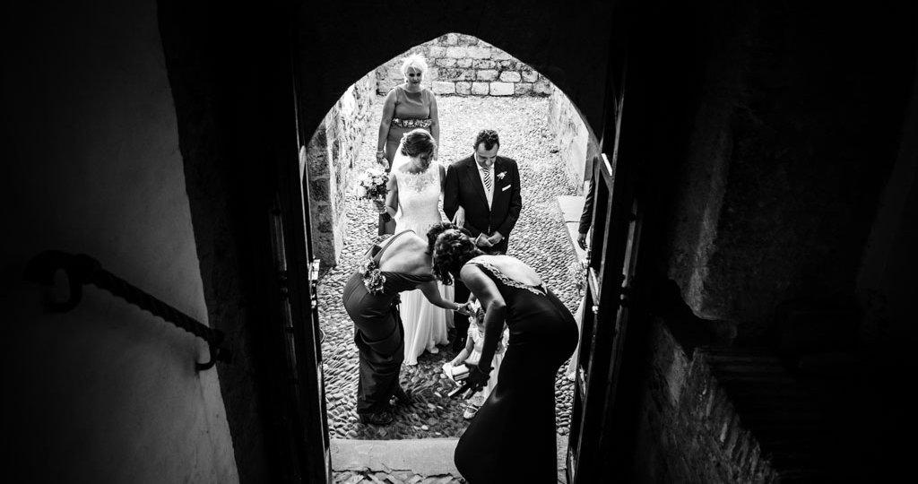 Boda Alcazar y La Bodega, novia entrando al Alacazar