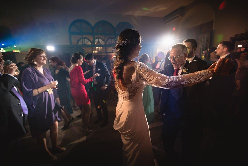 Boda en San Nicolas y El Capricho, baile novia con su padre