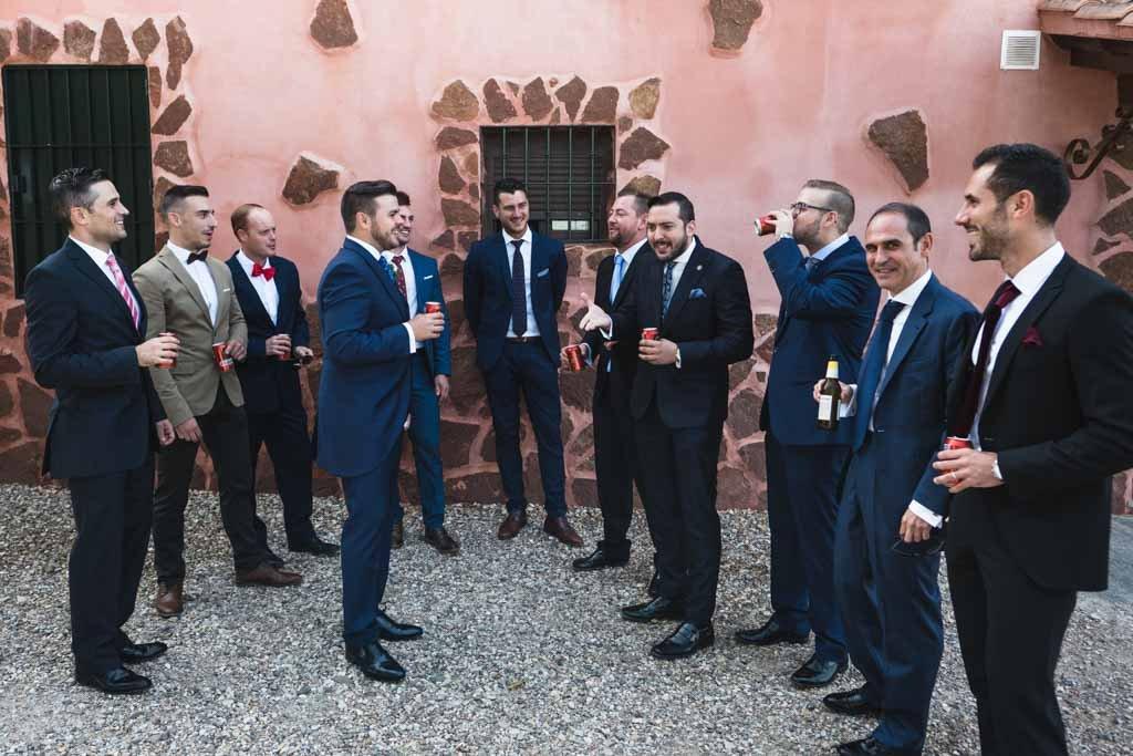 Boda en Montoro, reunido con sus amigos